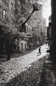 Street in Tarlabasi, Istanbul, Turkey 1965 | Ara Güler photographer
