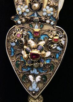 Detail - Hungarian, 17th century, Jewellery  by Kotomicreations, via Flickr   detail of hungarian jewelry