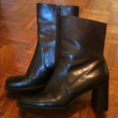 Beautiful Enzo Angiolini Boots Beautiful black Enzo Angiolini boots Size 9 1/2 medium Lined for comfort and feature flex eaze sole Worn only once They are a little too big for me Excellent, like new condition Enzo Angiolini Shoes
