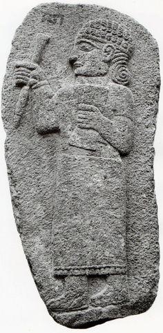 Hittite, scribe with pen and table, Maraş, İstanbul Archaeology Museum (Ekrem Akurgal) (Erdinç Bakla archive)