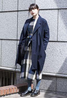 【キャンパス・パパラッチ DAILY】 オールブルーで統一感を出した、装苑モデルのモトーラ世理奈さん -文化服装学院入学式2017- http://soen.tokyo/paparazzi/daily/daily374/