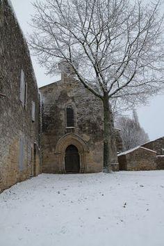 Frankrike - Bois de la Meilleraye - Azay le Brûlé-79400-L'Eglise sous la neige