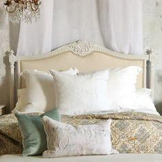 tête de lit originale avec des ornaments