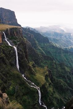 South Africa Tugela Falls is the world's second highest waterfall. The total drop in five free-leaping falls is 948 m. They are located in the Drakensberg in the Royal Natal National Park in KwaZulu-Natal Province, Republic of South Africa. Oh The Places You'll Go, Places To Travel, Places To Visit, Silvester Trip, Les Continents, Destination Voyage, All Nature, Beautiful Waterfalls, Africa Travel