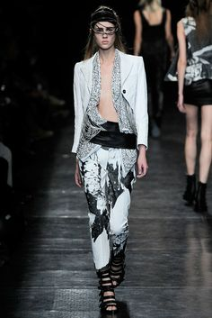 Ann Demeulemeester Spring 2010 Ready-to-Wear Fashion Show - Marike Le Roux