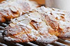 Quelle est la meilleure façon de recycler les croissants du petit-dèj de la veille ? Les fourrer à la crème …