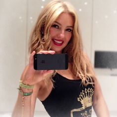 Thalia, Rock And Roll Girl, Mexican Actress, I Icon, Singer, Actresses, Fashion Outfits, Portrait, Chic