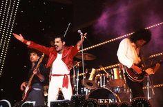 """#ClassicQueen : Queen """"San Remo festival"""" (1984) @QueenWillRock @QueenlandForum  http://www.queenonline.com"""