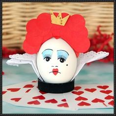 This papercraft is aRed Queen Easter Egg, created by spoonful. You don't have to look twice to realize the Red Queen has an eggs-traordinarily big head. N