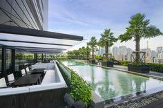 The lounging at Holiday Inn Bangkok Sukhumvit 22 - Outdoor Lap Pool and outdoor sofa seatings