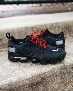 A new VM vibe. Vapormax Flyknit Run Utility Black/Habanero Available Now in Select Stores and Online! Adidas Nmd, Custom Sneakers, Shoes Sneakers, Baskets, Nike Vapormax Flyknit, Hype Shoes, Foot Locker, Nike Air Vapormax, Shoe Closet