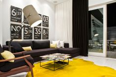 Diseño de Interiores & Arquitectura: Proyecto de Diseño Interior Contemporáneo Muestra Una Paleta de Colores Blanca con Acentos Amarillo y Negro
