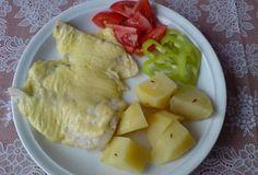 Rybí file zapečené se sýrem a vejci - recept. Přečtěte si, jak jídlo správně připravit a jaké si nachystat suroviny. Vše najdete na webu Recepty.cz. Tzatziki, Pavlova, Potato Salad, Dairy, Potatoes, Cheese, Meat, Chicken, Ethnic Recipes