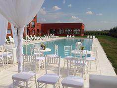 7 Beneficios de casarse en un Hotel !: La Embajada, boda, wedding, sillas tiffany, piscina, hotel