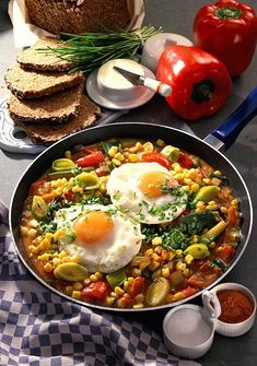 Our popular recipe for vegetable pan with fried egg and more than other free recipes on LECKER. Our popular recipe for vegetable pan with fried egg and more than other free recipes on LECKER. Healthy Appetizers, Appetizer Recipes, Huevos Fritos, Cooking Dishes, Fried Chicken Recipes, Egg Recipes, Free Recipes, Popular Recipes, How To Cook Pasta