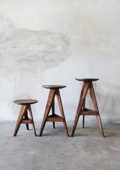 As its name implies, the Piece Round stool by Take Home Design is composed of small pieces of walnut or oak connected in a circular composition.