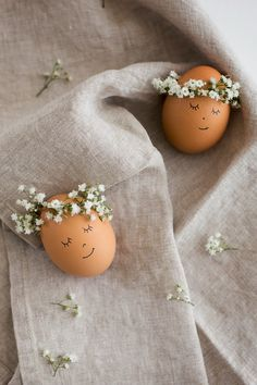Floral Wreath Crowned Easter Eggs DIY