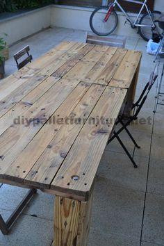 Diese Tisch wurde mir auch kürzlich von Sébastien gesendet, wie der Kinderstuhl von Paletten. Wie Sie sehen können Sébastien hat eine sehr gute Holz Fähigkeiten, und alle seine Kreationen haben imm...