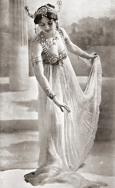 Uncredited Photographer Mata Hari c.1906 repinned by www.lecastingparisien.com