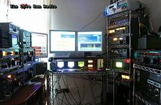 Sala de Rádio à noite - https://www.facebook.com/photo.php?fbid=383181165145968&set=a.290446257752793.1073741828.290410121089740&type=1&ref=nf - 1381509_383181165145968_1626627138_n.jpg (720×471)