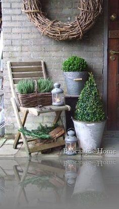 Shabby Cottage Studio- Gail Schmidt, country, chic in giardin … – Garden Design Deco Champetre, Outdoor Living, Outdoor Decor, Shabby Cottage, Porch Decorating, Garden Pots, Garden Inspiration, Container Gardening, Greenhouse Gardening