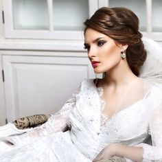 You have settled on the dress, shoes and the jewelry. Now on to one of the most important wedding day beauty decision: how you will wear your hair. We have got 35 stunning wedding hairstyles for you to get inspired. Take a look! Wedding Hairstyle via elstile