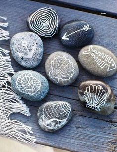 Sea stones with pictures