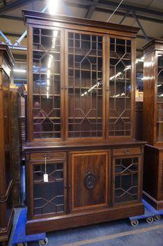 Vitrine signed in mahogany, England 19th century - 02 Vitrines & bookcases - 01 Furniture - Strydhagen