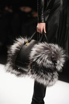 36 Stunning Designer Handbags For Women Who Love Being Fashionable