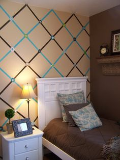 accent wall using ribbon and pins! How cool would this have been as a teenager, for all the pictures and things torn out of magazines!