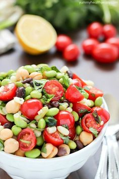 Welcome spring by making edamame salad! Its a healthy and delicious salad with a southwestern flair full of beans corn tomatoes cilantro and of course edamame all tossed in a delicious light dressing. Veggie Recipes, Lunch Recipes, Salad Recipes, Cooking Recipes, Healthy Recipes, Edamame Salad, Broccoli Salad, Pizza Y Vino, Healthy Salads