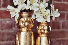 Honey bear vases- this craft takes a lot of crap in the comments but I love teddy bears and I think it's adorable! I hate the colour gold- so I definitely wouldn't use gold leaf...but maybe spray paint or podge....