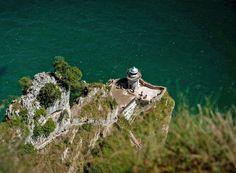 Por Santoña en busca de marismas y un faro imposible