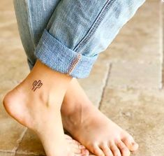Tiny Cactus Tattoo - Small tattoos - Tiny Cactus Tattoo You are in the right place about cactus drawing Here we offer you the most beaut - Mini Tattoos, Cute Small Tattoos, Small Tattoo Designs, Tattoos For Guys, Tattoos For Women, Pretty Tattoos, Awesome Tattoos, White Tattoos, Henna Designs