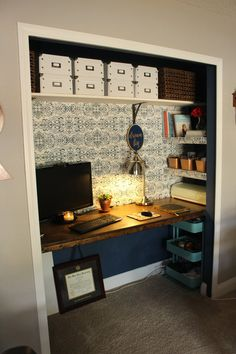 A transitional style goes with many house architectural styles. The appearance is a hybrid of contemporary and traditional-- ideal for upgrading older house designs like colonial or Victorian, or warming up a new-construction home. Home Office Closet, Closet Desk, Tiny Office, Office Nook, Office Playroom, Home Office Space, Office Decor, Office Ideas, Craft Room Closet