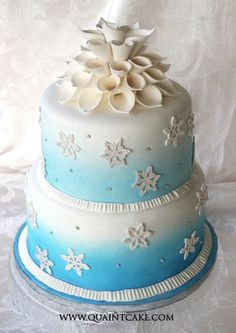Take A Look At These Winter Wedding Cakes From Some Inspiration And Beautiful Wedding Cakes, Beautiful Cakes, Amazing Cakes, Winter Torte, Winter Cakes, Fondant, Cupcake Cakes, Cupcakes, Winter Wedding Inspiration
