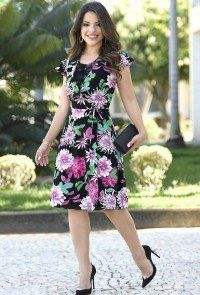 103f39802 modelo cabelo castanho vestido gode floral com transpassado e detalhe em  renda no busto