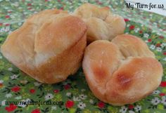 Old Fashioned Cloverleaf Dinner rolls are is a classic dinner roll recipe. These yeast dinner rolls are easily made using a muffin tin. Thanksgiving Dinner Sides, Thanksgiving Casserole, Healthy Thanksgiving Recipes, Easter Dinner, Hosting Thanksgiving, Happy Thanksgiving, No Yeast Dinner Rolls, Yeast Rolls, Classic Dinner Rolls Recipe