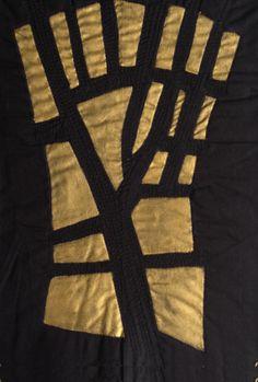 Rosario Belda. ÁrbolGrassy. Detalle del mapa hecho con  diferentes telas y técnicas. Bordado en negro y pintado en  dorado