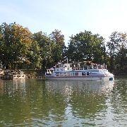 Plavba převozní lodí (Třeboň-Odměny)po rybníce Svět-loď Petr Vok