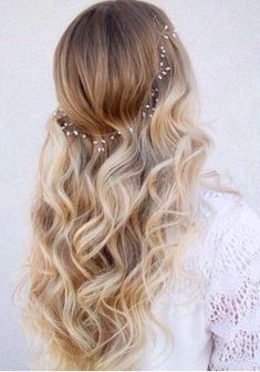 Cheveux long : soft curls and pearls… Wedding Hair And Makeup, Hair Makeup, Wedding Hair Blonde, Hair Accesories Wedding, Prom Hair Accessories, Makeup Hairstyle, Prom Makeup, Bridal Makeup, Pretty Hairstyles