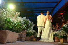 Veja o caso real Pri & Rob, que casaram na praia e personalizaram tudo de acordo com seu tema escolhido! Foi PERFEITO e eles contam o segredo pra vocês!