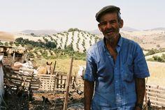 Lencho es uno de las personas principales. El es granjero pobre que necesita sus cultivos para dar de comer a su familia. Es muy fiel y quiere cuidar a su familia.