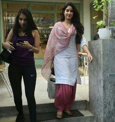 Jhanvi Kapoor looking beautiful in a patiala salwar. Punjabi Dress, Pakistani Dresses, Indian Dresses, Indian Outfits, Salwar Designs, Blouse Designs, Patiala Salwar, Anarkali, Indian Attire