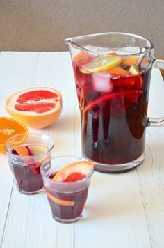 Sangria Spaanse Sangria - Sangria with orange and grapefruit.Spaanse Sangria - Sangria with orange and grapefruit. Refreshing Drinks, Yummy Drinks, Yummy Food, Glace Fruit, Moraira, Spanish Dishes, Party Snacks, Healthy Foods To Eat, Healthy Recipes