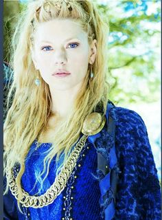 Katheryn Winnick ✾ as Lagertha / Vikings Katheryn Winnick Vikings, Vikings Lagertha, Lagertha Hair, Lagertha Lothbrok, Lagertha Costume, Viking Braids, Vikings Tv Show, Viking Costume, Actrices Sexy