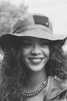 Mode Rihanna, Rihanna Riri, Rihanna Style, Rihanna Baby, Rihanna Makeup, Rihanna Outfits, Album Design, Foto Mirror, Black Is Beautiful