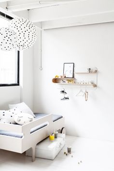Rafa-kids shelf L natural with toddler bed || La Petite Blog