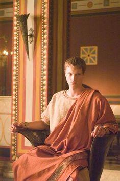 Simon Woods as Octavian Rome Tv Series, Hbo Tv Series, Rome Costume, Rome Hbo, Ancient Pompeii, Empire Romain, Roman Era, Roman History, British American