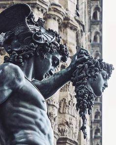 Perseus with the Head of Medusa. —- Sculpture by Benvenuto Cellini Medusa Kunst, Medusa Art, Medusa Tattoo, Medusa Head, Ancient Greek Sculpture, Greek Statues, Ancient Art, Statue Tattoo, Roman Sculpture